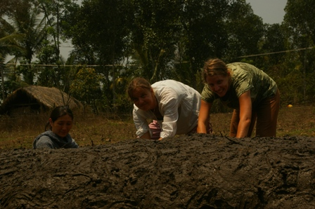 The girls getting dirty (Hejong, Kirsten and Tanya)
